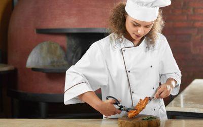 Porter une charlotte en cuisine pour une hygiène irréprochable